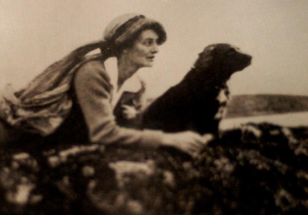 Constance Markievicz, esa personalidad extraordinaria y polémica, que fue la primera mujer en ser nombrada oficial de un ejército moderno y electa parlamentaria y ministra